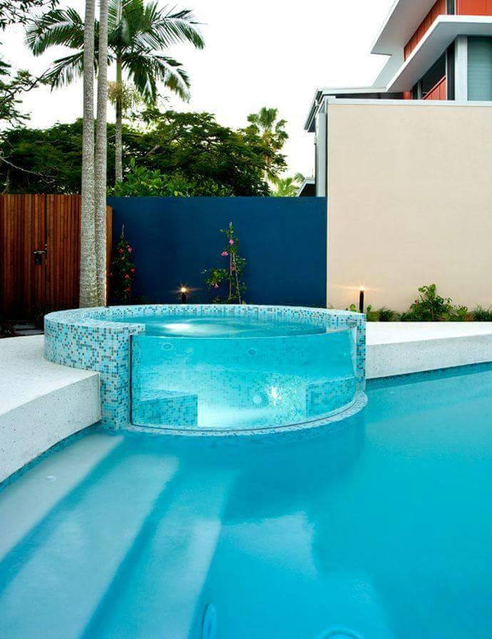 Swimming pool with glass walls feels like swimming in air for Pool design pinterest